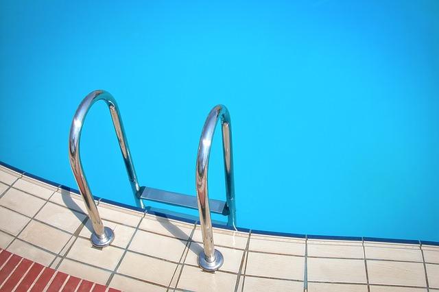 nerez schůdky do bazénu